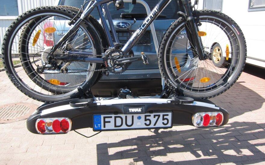 Perspėjo dviračius automobiliu vežančius vairuotojus: užmaršumas gali atnešti nemažą baudą