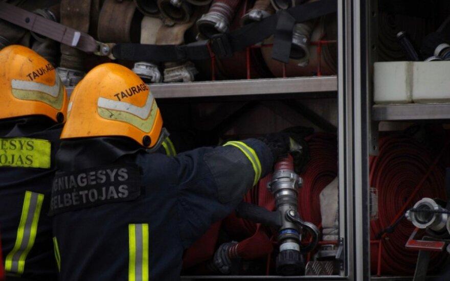 Kaune kilo gaisras bendrovės sandėliuose