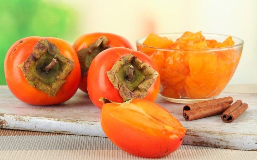 Gaivios persimonų ir granatų salotos