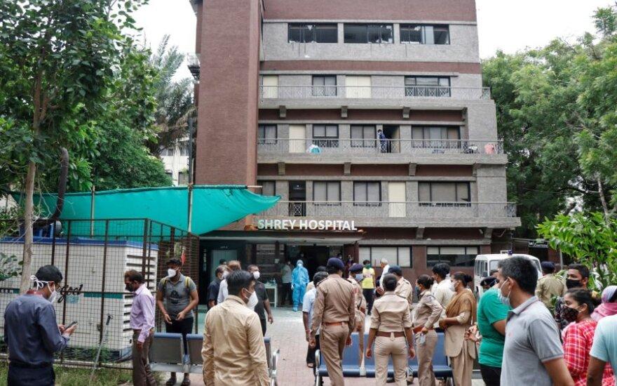 Indijoje per gaisrą ligoninėje žuvo aštuoni COVID-19 sirgę pacientai