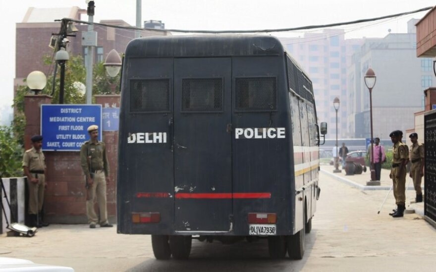 Indijoje vienuose namuose rasta 11 mįslingomis aplinkybėmis mirusių žmonių