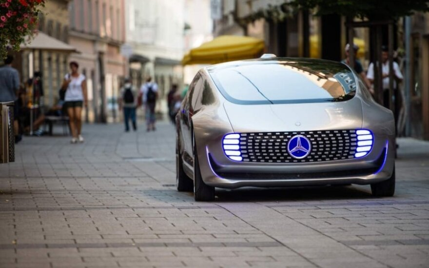 Tyrimas: perėjimas prie elektromobilių Vokietijai kainuos 75 tūkst. darbo vietų