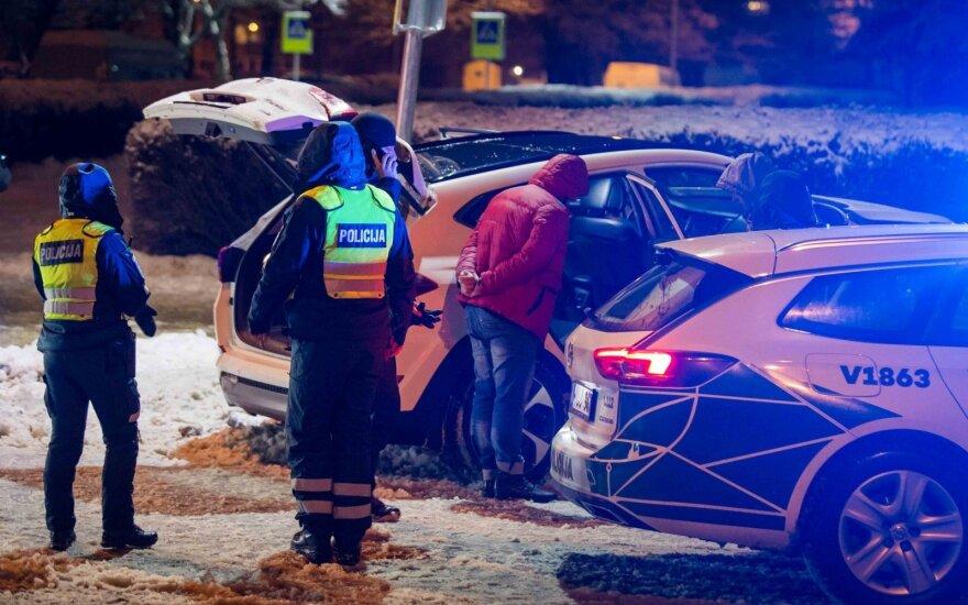 Vilniuje automobilis rėžėsi į stulpą, vairuotojas, įtariama, apsvaigęs