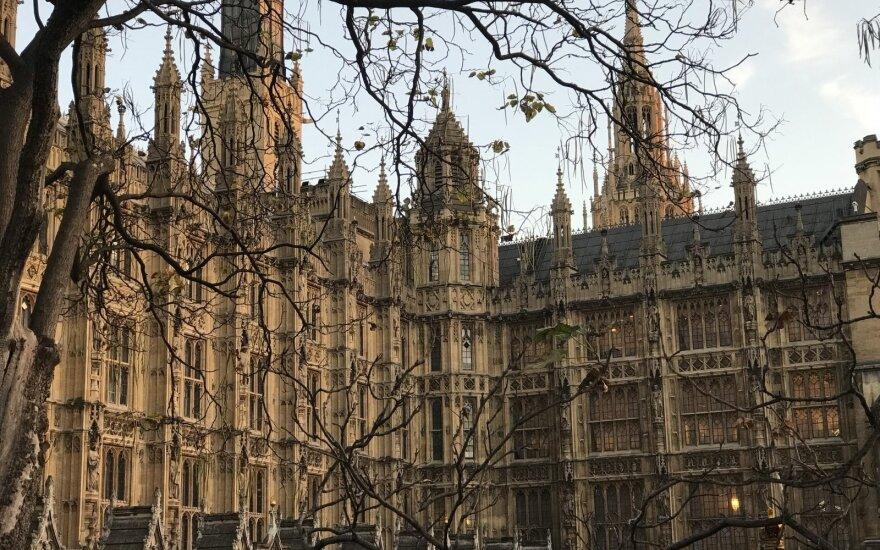 Rusijos atsakomosios priemonės Londono pozicijos nepakeitė