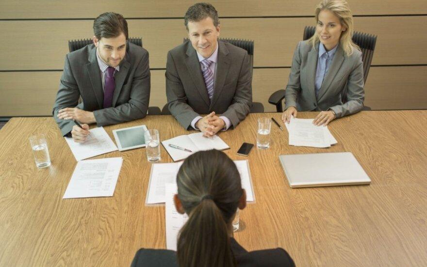 Nuo rugpjūčio darbo ieškanti moteris darbdaviams turi du pasiūlymus