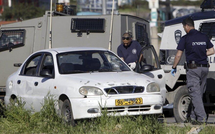 Vakarų Krante automobilis įsirėžė į minią, yra žuvusiųjų
