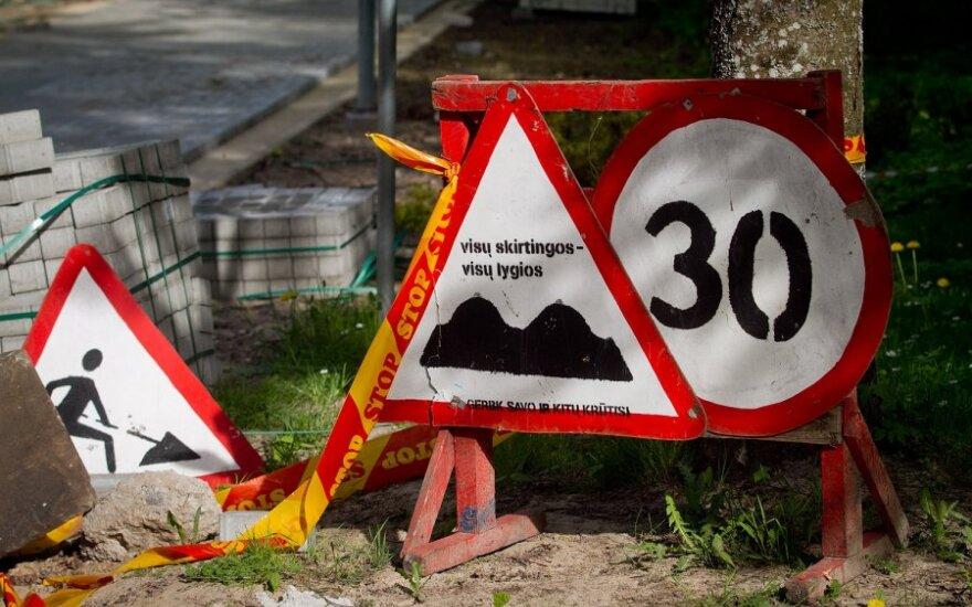 Britanijoje pašalinta 9 tūkst. nereikalingų kelio ženklų