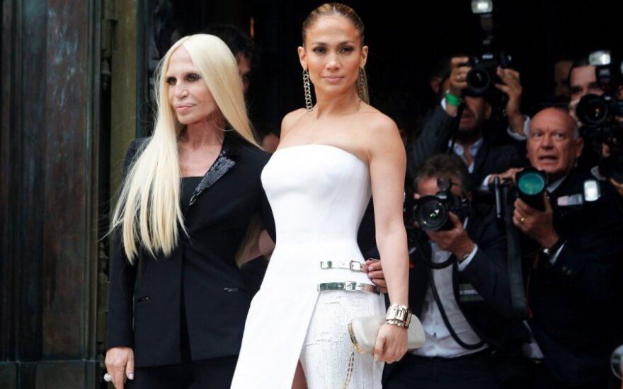 Donatella Versace ir Jennifer Lopez