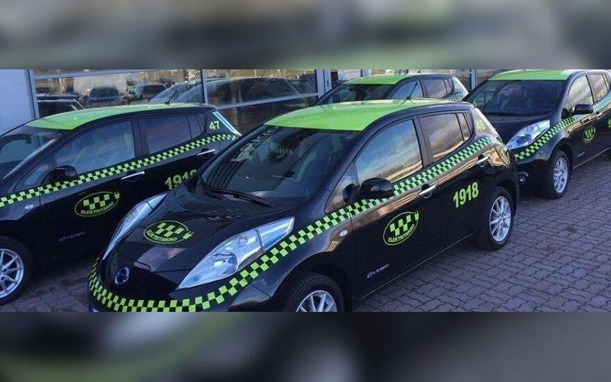 """Estijos taksi įmonės elektromobiliai """"Nissan Leaf"""""""
