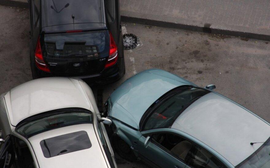 """Vilniuje prie """"Maximos"""" automobilis vos neužmušė kūdikio vežimėlyje"""