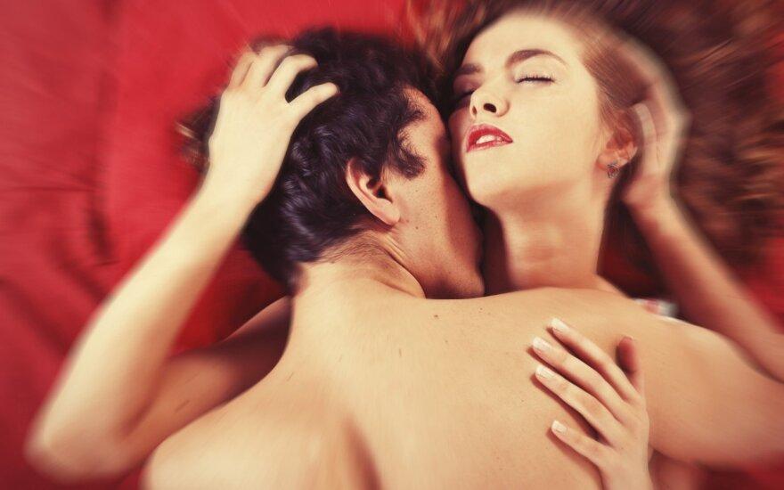 10 seksologų patarimų kiekvienai porai, kaip pakurstyti aistrą