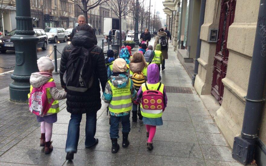 Išbarė tėvus: savo vaikus gatvėje ragina daryti tai, ko patys vengia