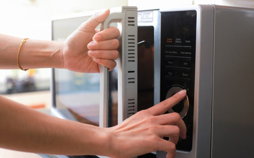 10 būdų, kaip panaudoti mikrobangų krosnelę ne tik maisto šildymui