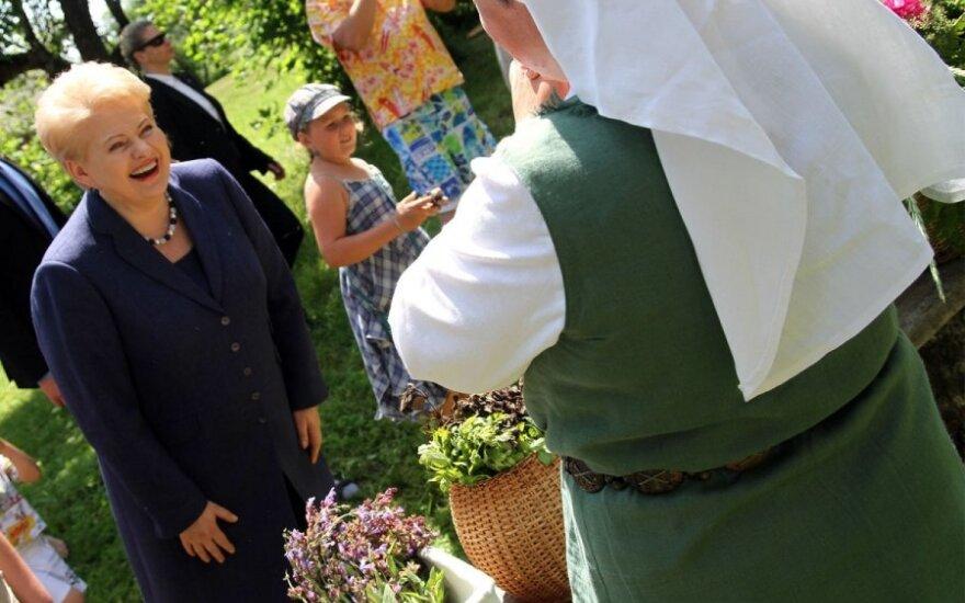 D. Grybauskaitė kaime kalbėjo ir apie sviesto mušimą, ir apie atlaidumą premjerui