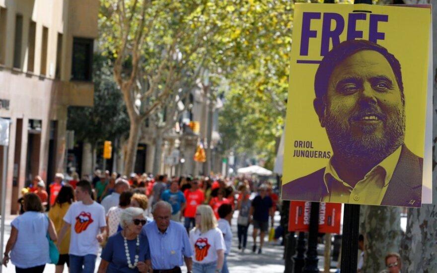 Plakatas, reikalaujantis paleisti Oriolį Junquerasą
