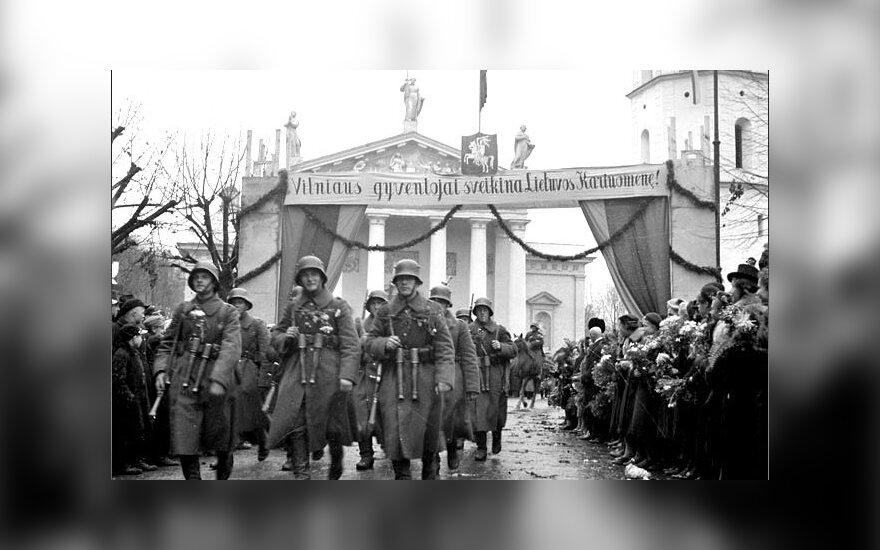 Lietuvos kariuomenės paradas Katedros aikštėje. 1939 m. lapkričio 15 d.
