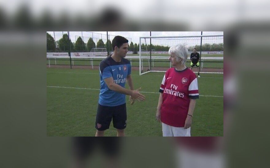 Mikelis Arteta stojo į akistatą su močiute