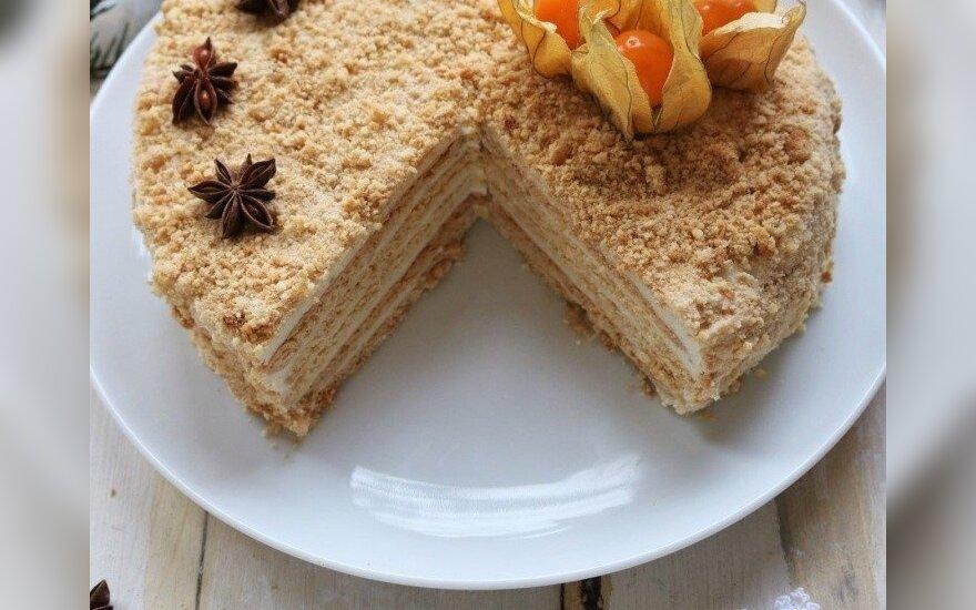 """Veganiškas """"medaus"""" tortas"""