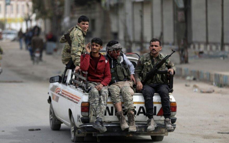 Proturkiški sukilėliai pagal susitarimą su Maskva traukiasi iš šiaurinių Sirijos rajonų