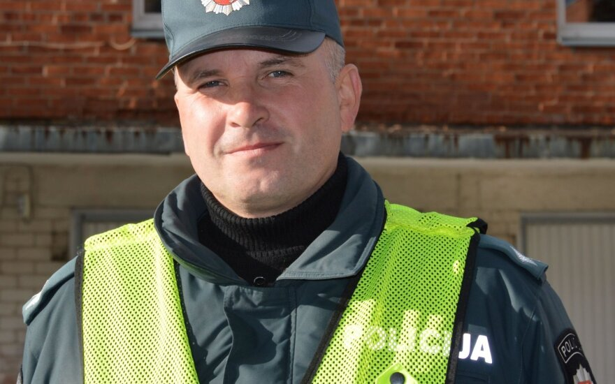 Šiaulių policininkai įjungę sirenas gelbėjo Kanados gyventojus
