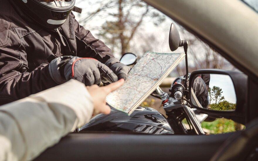 Atostogaujantis lietuvis nė neįtarė, ką rezga kelio paklausęs nepažįstamasis: aukas nusižiūrėjo automobilių nuomos punkte