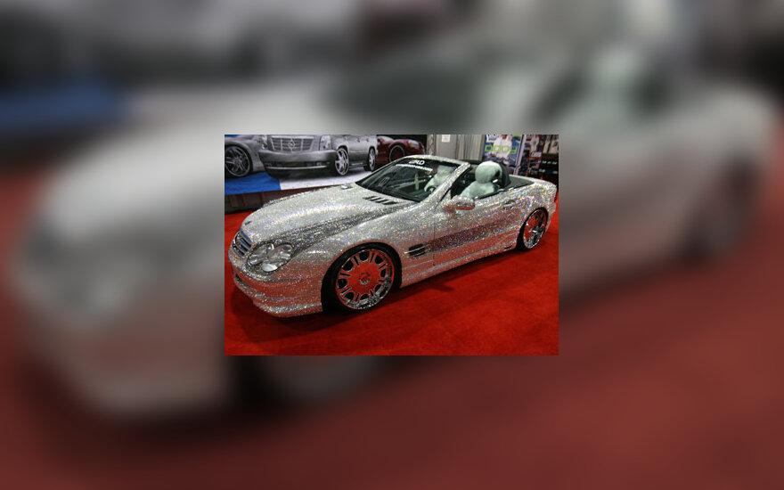 "Netikrais deimantais papuoštas ""Mercedes"" kabrioletas"