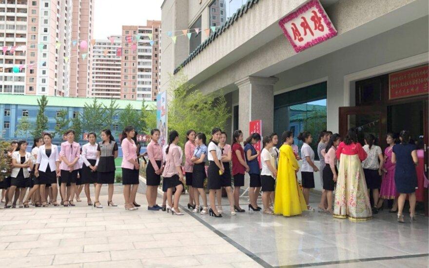 Šiaurės korėjiečiai balsuoja