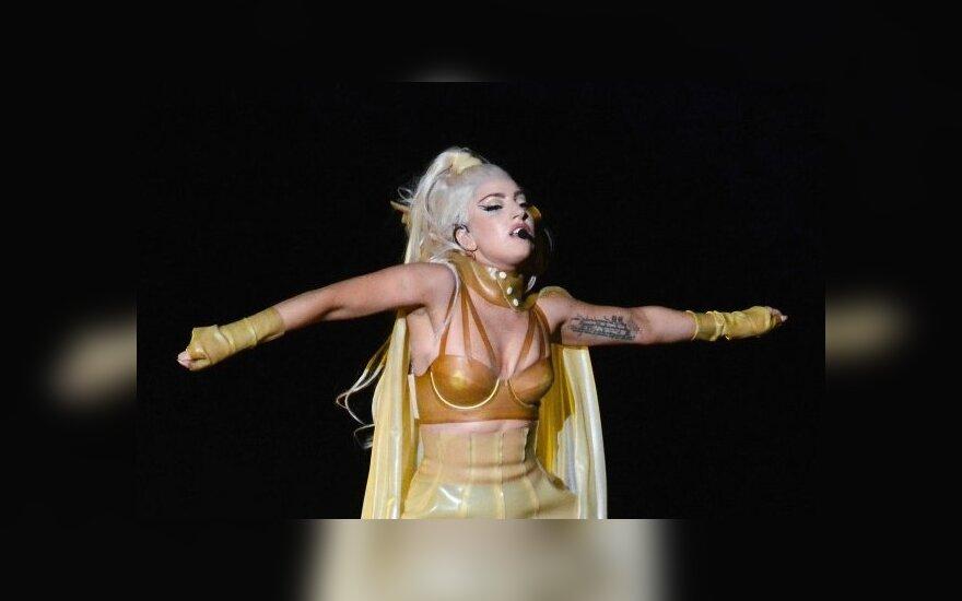 Piešinių ant kūno manija: Lady Gaga pasipuošė dar viena tatuiruote