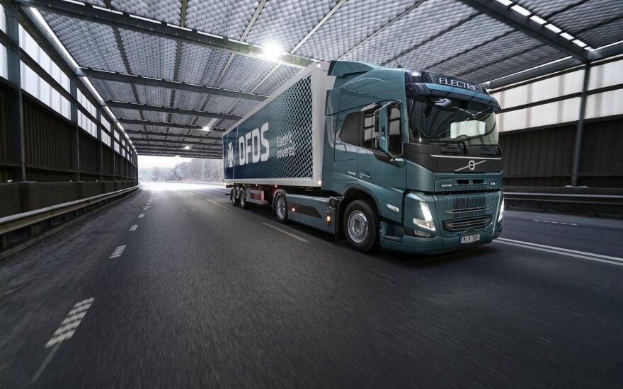 """""""Volvo Trucks"""" vienai didžiausių logistikos įmonių pristatys 100 elektrinių sunkvežimių"""
