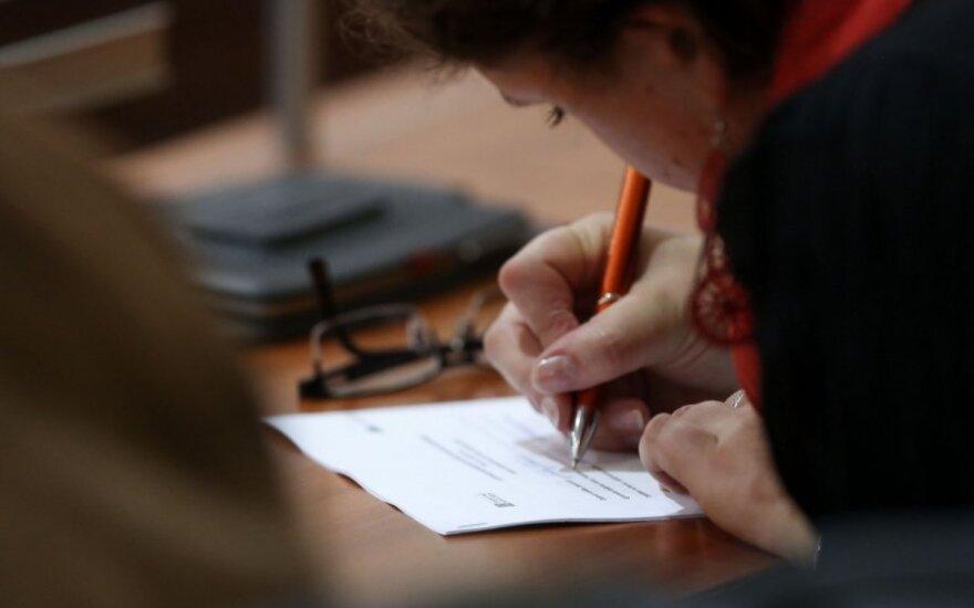 Studentais paversti kredito unijų vadovai klumpa egzaminuojami