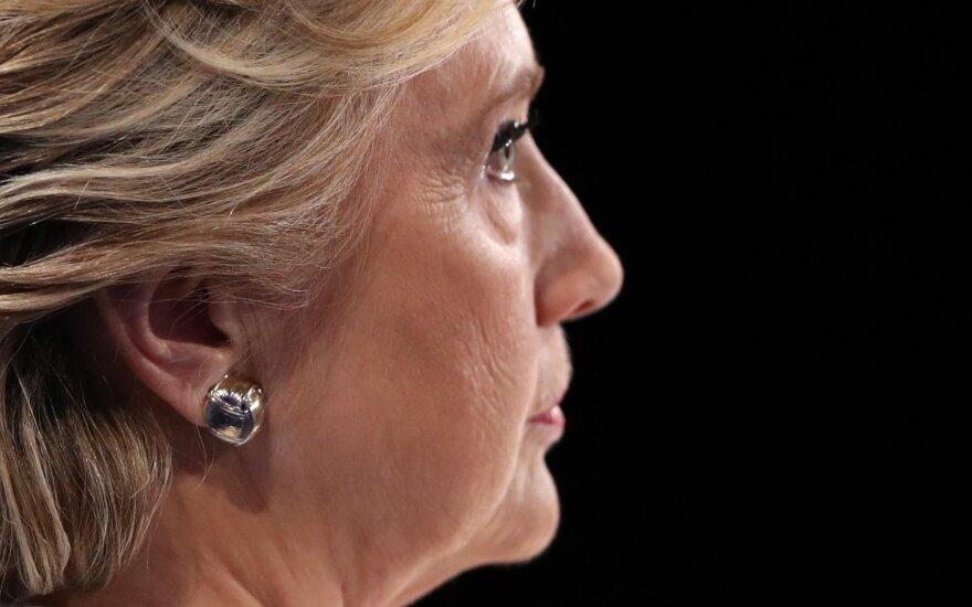 H. Clinton komanda smerkia FTB žingsnį paskelbti apie naują laiškų tyrimą