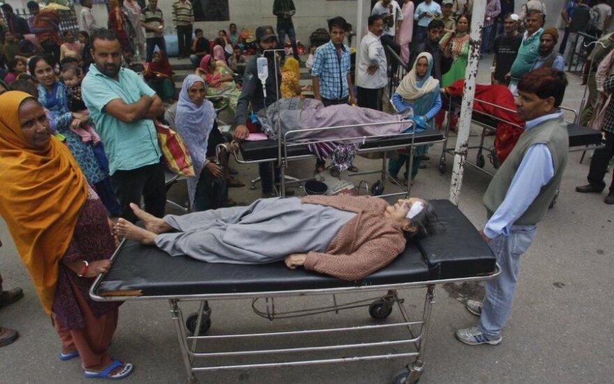 Pietų Aziją supurčius smarkiam žemės drebėjimui žuvo bent 70 žmonių