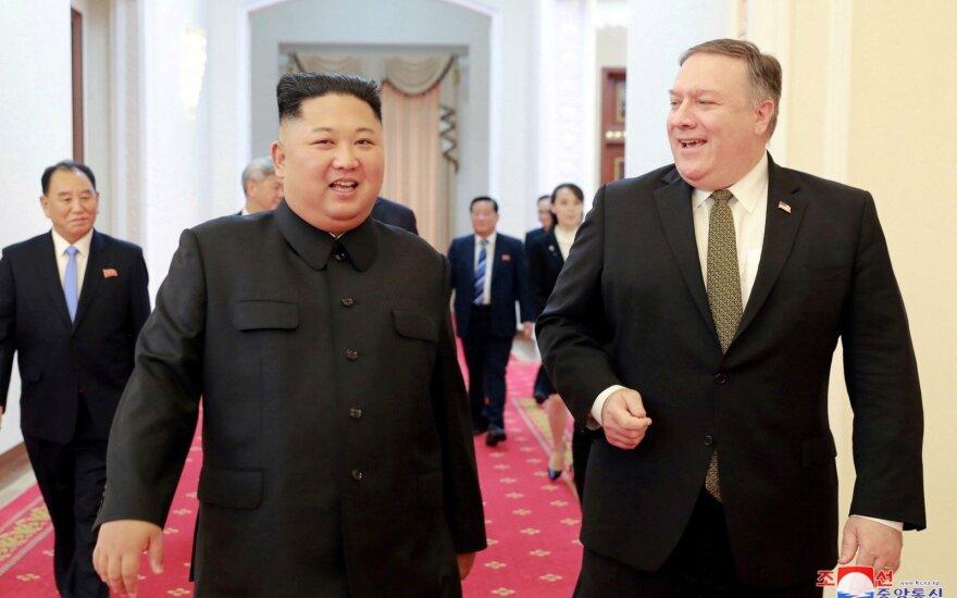 Kim Jong Unas, Mike'as Pompeo