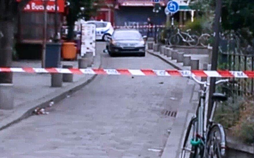 Prancūzų policija dėl dujų balionų automobilyje sulaikė keturis asmenis ir ieško dviejų moterų