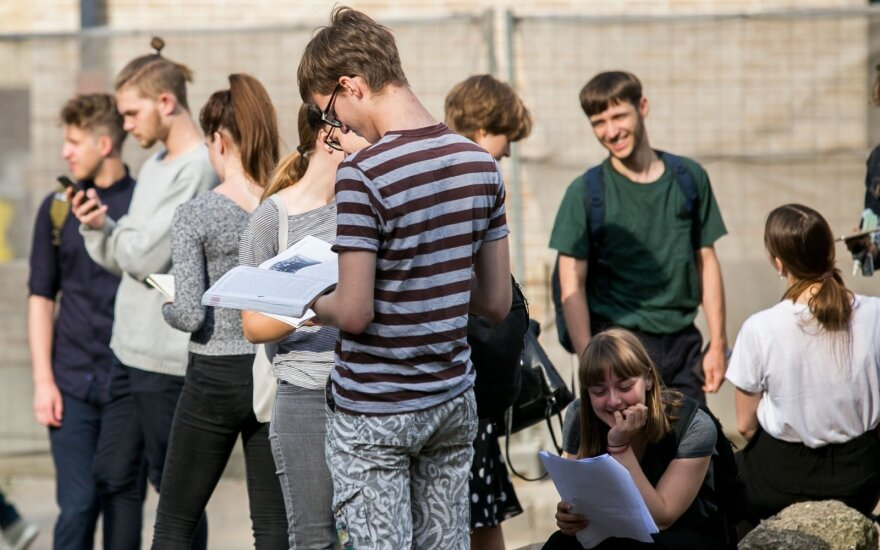 Pažvelgus, kaip abiturientams sekėsi lietuvių kalba, norisi griebtis už galvos: tačiau ekspertai kaltina tikrai ne mokinius