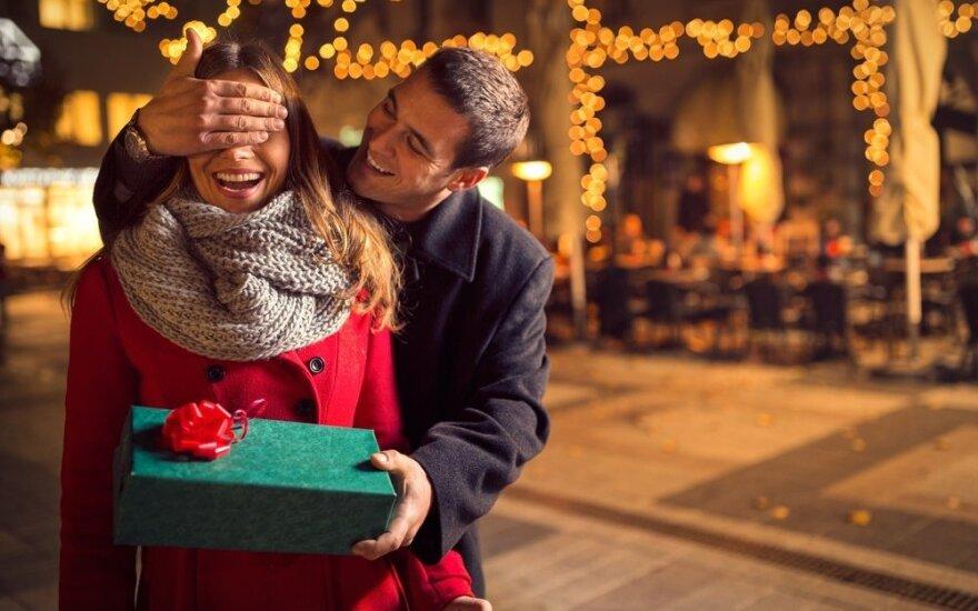 3 patarimai: kaip išvengti stereotipiškos kalėdinės dovanos?