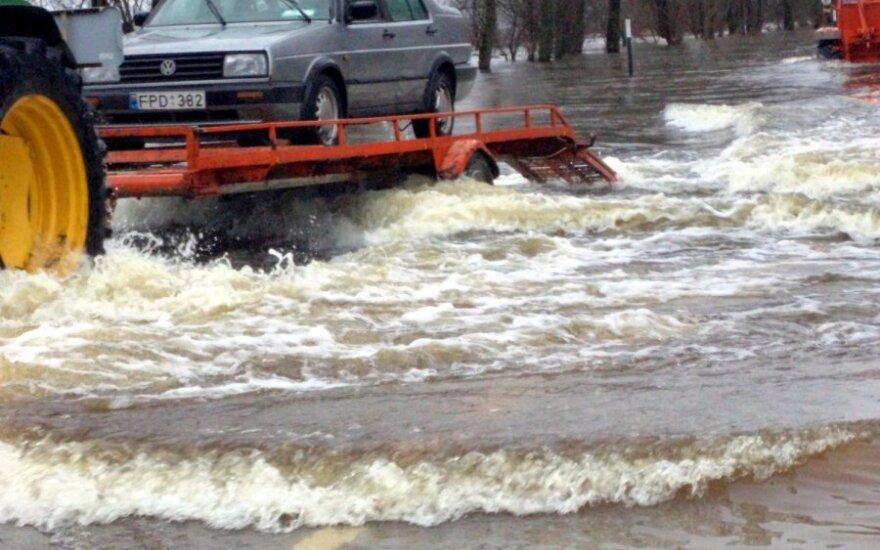Potvynis pasiekė kritinę ribą - 85 cm. Perkėla stabdo savo darbą