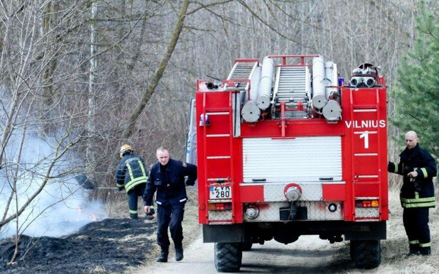 Ugniagesiai įspėja: prasideda žolės gaisrų sezonas