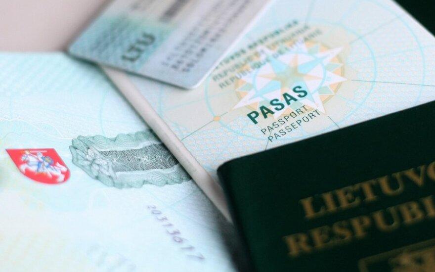 Seimo teisininkai: pataisos dėl dvigubos pilietybės gali prieštarauti Konstitucijai