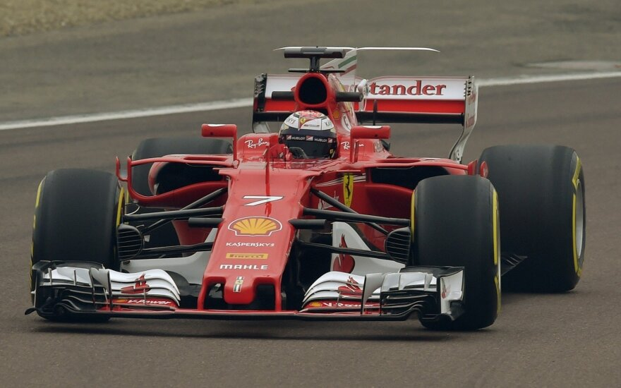 """F-1 """"Ferrari"""" naujas automobilis"""
