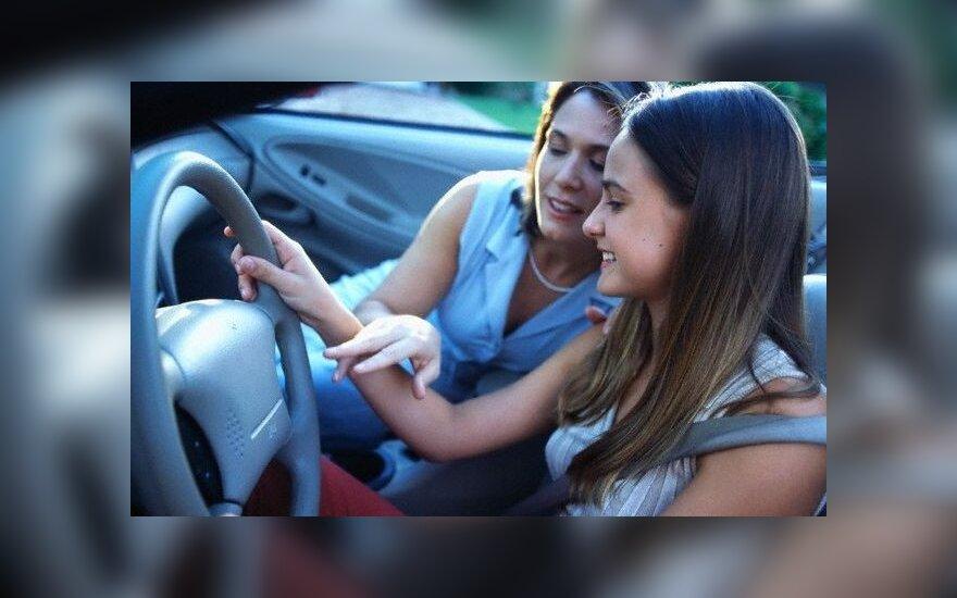 Šeimos nario mokymas vairuoti