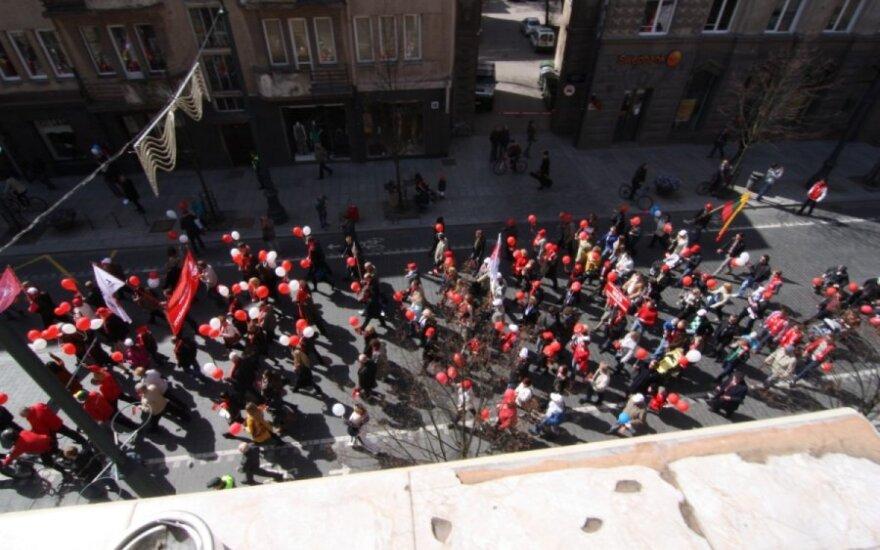 Gegužės 1-osios eitynių vaizdai iš balkono
