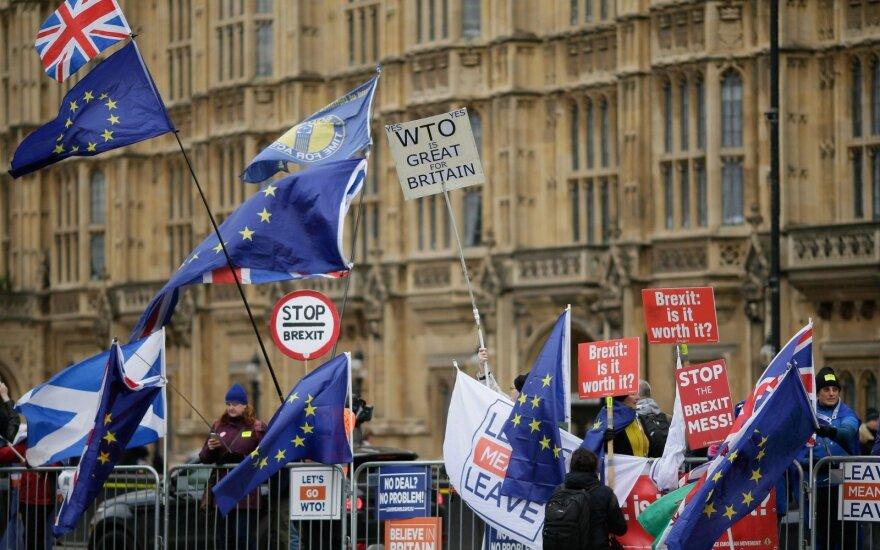 """Dėl """"Brexito"""" kurstomos nežinomybės krito naftos kainos"""