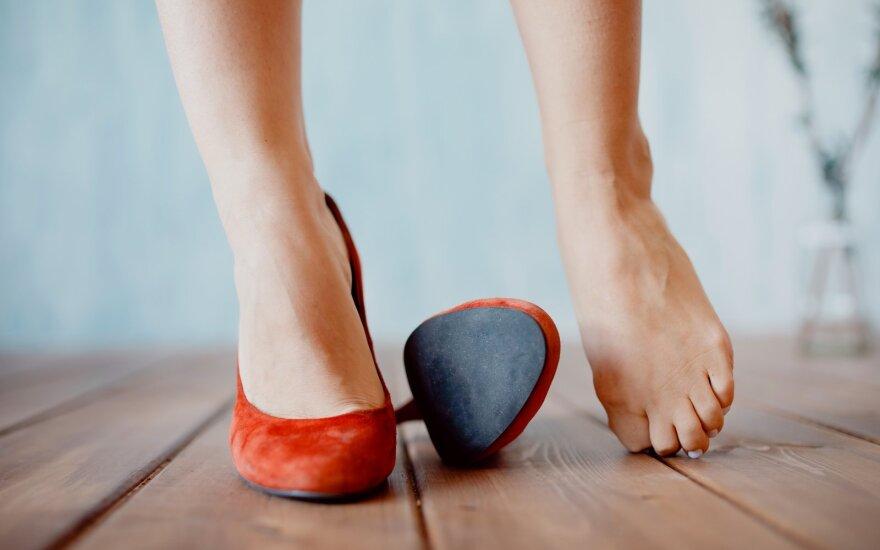 Patarimai, kaip liaudiškomis priemonėmis padidinti ankštokus batus