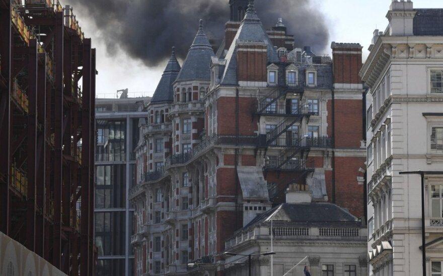 Londone esančiame 5-ių žvaigždučių viešbutyje kilo gaisras