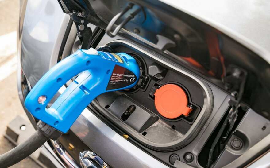 Greito elektromobilių įkrovimo stotelės