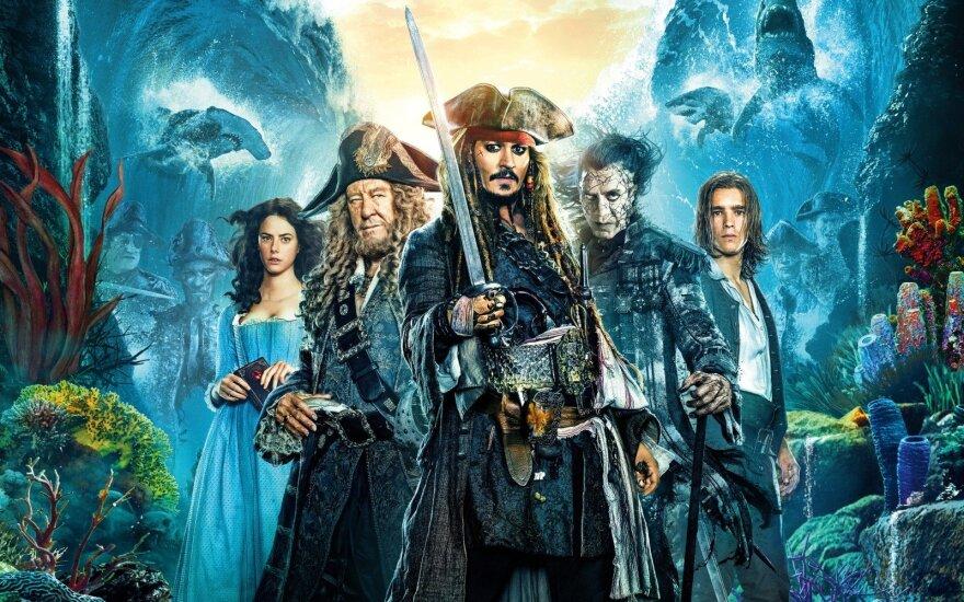 """Filmo """"Karibų piratai: Salazaro kerštas"""" reklaminis plakatas"""