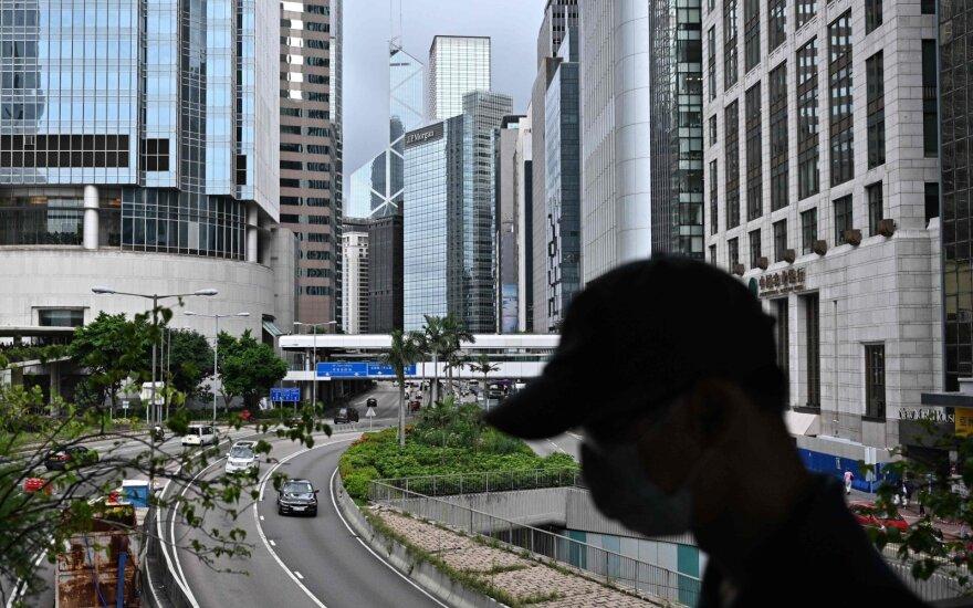 Honkonge švelninami koronaviruso apribojimai