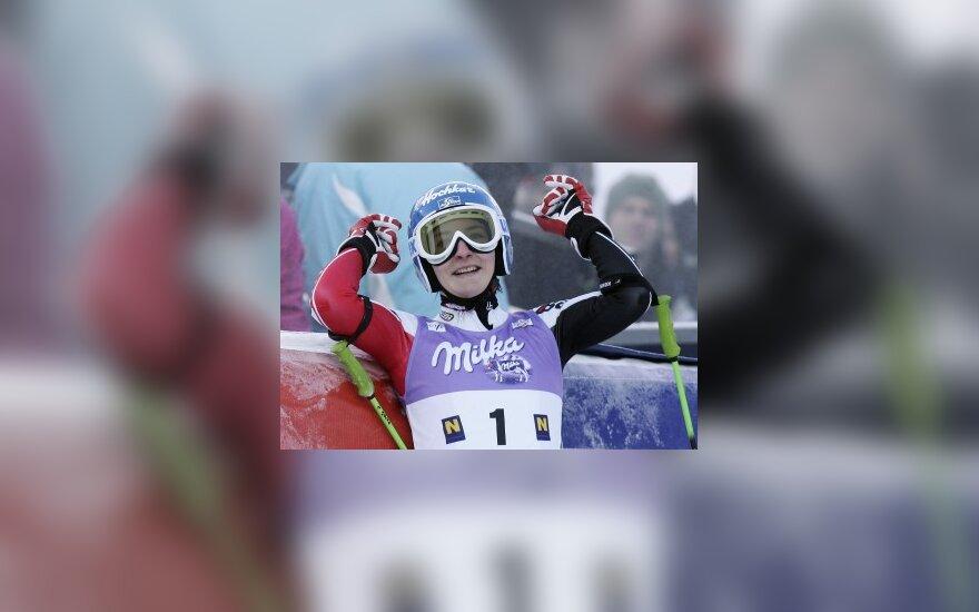 Austrės K.Zettel pergalė kalnų slidinėjimo pasaulio taurės etape