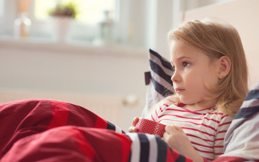Vaikas karščiuoja: šio tradicinio patarimo neklausykite